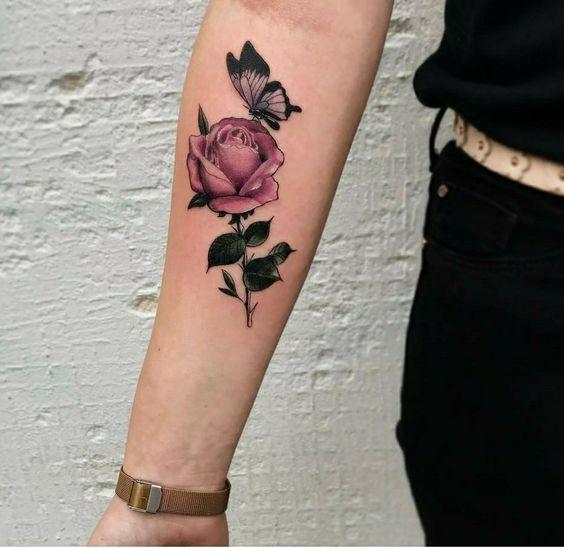 Flor e borboleta tatuagem